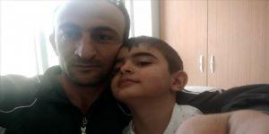 Kovid-19'u yenen baba ve oğlu taburcu edildi