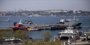 Gemi çalışanlarının 1 Mayıs Emek ve Dayanışma Günü gemi düdükleriyle kutlandı