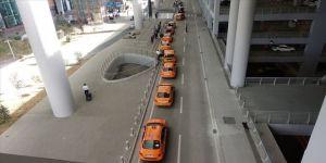 İstanbul Havalimanı taksicilerinden sağlık çalışanlarına ücretsiz hizmet