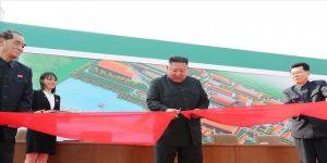 Kuzey Kore lideri Kim Jong-un'un fabrika açılışı yaparken fotoğrafları ortaya çıktı