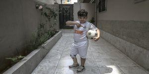 Engelli Suriyeli çocuğa formasını giydiği Neymar'dan görüntülü teşekkür mesajı