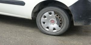Dilovası'nda bir fırına ait 5 aracın lastikleri kesildi