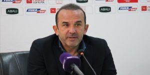Erzurumspor Teknik Direktörü Özdilek: Futbolun geleceğiyle ilgili hiçbir şey netleşmedi