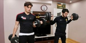 Eskişehirspor'un Altunbaş kardeşleri evlerini spor salonuna çevirdi