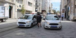 Taksim'de koronavirüs tedbirlerine uymayanlara ceza yazıldı