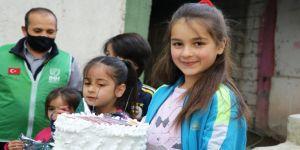 Ağrı'da yetim çocuklar yaş pasta ve hediyelerle sevindirildi