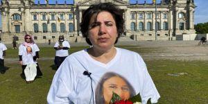 PKK tarafından kızı kaçırılan Maide T. Alman Meclisi önündeki eylemini sürdürüyor