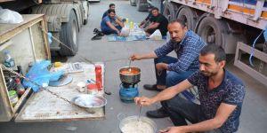 Silopi'de tır şoförlerinin iftar telaşı