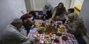 Yunanistan'da sığınmacı aile ramazanı evsiz kalma korkusuyla geçiriyor