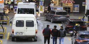 Vatandaşlar akaryakıt istasyonlarında yoğunluk oluşturdu