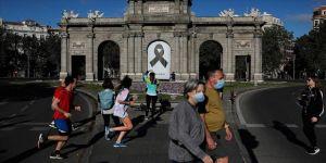 İspanya'da Kovid-19 mağdurları yeterli tedbir almamakla suçladıkları hükümete karşı mahkemeye başvurdu