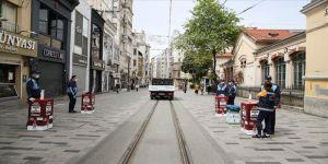 Beyoğlu Belediyesi, Taksim ve İstiklal'de günlük 10 bin maske dağıtıyor