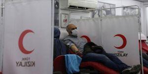 Sanatçılar ve taksicilerden Türk Kızılaya kan desteği