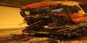 TEM Otoyolu'nda Zincirleme Tır Kazası ! 5 Tır Çarpıştı