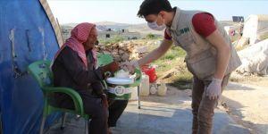 İHH İdlib'de ihtiyaç sahibi 200 bin sivile iftar ulaştırdı