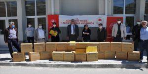 Gümüşhane'de organik bal üretimi için arıcılara 2 ton petek dağıtıldı