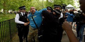 Londra'da sokağa çıkma kısıtlamalarına karşı gösteri düzenlendi