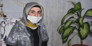 Kovid-19'u yenen kadın çocuklarına kavuşmanın mutluluğunu yaşıyor