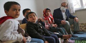 Savaşın yetim bıraktığı çocuklara Yavuz öğretmen sahip çıkıyor