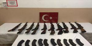 MSB: Hakkari, Ağrı, Hatay ve Şanlıurfa'da 14 kaçakçı yakalandı