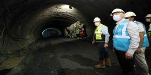 Gebze-Darıca Metro Hattının yapım çalışmalarını yerin 52 metre altına inerek inceledi