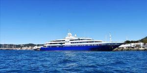 Marmaris'e gelen mega yat 'Queen Miri'ye 210 bin litre yakıt ikmali yapıldı