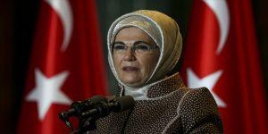Emine Erdoğan: Ramazan Bayramı'nın tüm insanlık için feraha açılan bir kapı olmasını niyaz ediyorum
