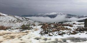 Mayısın son günlerinde Erzurum'da kar Kars'ta dolu etkili oldu