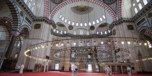 İstanbul'da cuma namazı kılınacak cami, mescit ve açık alanlar belirlendi