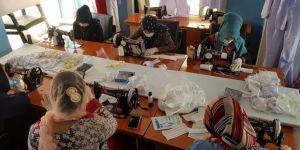 Afganistan'da TİKA kursiyerleri Kovid-19'la mücadele kapsamında maske üretimine başladı