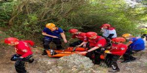 Ballıkayalar Tabiat Parkı'nda yürüyüş yaparken kayalıklardan düştü
