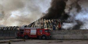 Sakarya'da geri dönüşüm tesisinde çıkan yangın kontrol altına alındı
