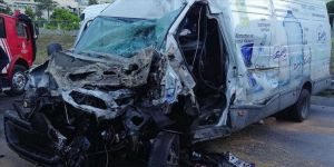 İstanbul'da panelvan ile kamyonetin çarpışması sonucu 5 kişi yaralandı