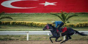Koronavirüs salgını nedeniyle duran at yarışları kapılarını yeniden açıyor