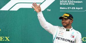 İngiltere'de köle taciri Edward Colston'ın heykelinin yıkılmasına Lewis Hamilton'dan destek