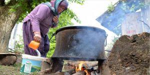 Bilecik'te kadınların kekik suyu mesaisi başladı