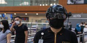 Sabiha Gökçen Havalimanı'nda kasklı termal kamera ile yolcuların vücut ısısı ölçülüyor