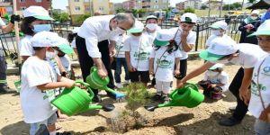 Başkan Çiftçi, çocuklarla fidan dikti, tohum ekti