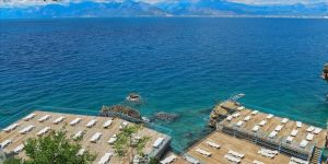Antalya'nın falez plajları ziyaretçilerine hizmet vermeye başlıyor