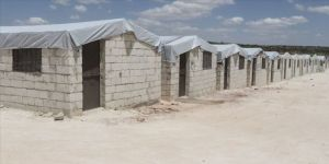 Sadakataşı Derneği'nin İdlib'teki briket ev projesinde sona geliniyor