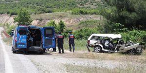 Balıkesir'de otomobil köprünün korkuluklarına çarptı: 6 ölü