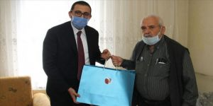 Cumhurbaşkanı Erdoğan'dan cuma namazı için stada giremeyen Konyalı dedeye seccade hediyesi