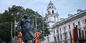 Londra'da eski Başbakan Churchill'in heykelinin koruması kaldırıldı