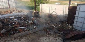 Gebze'de birfabrika sahası içinde yangın
