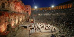 Antalya'da 'Yeniden Keşfet' etkinliğinde antik tiyatroda konser düzenlendi