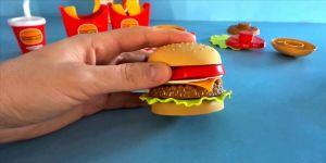 Çocuklar 'fast food'un oyuncağından da uzak tutulmalı