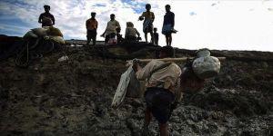 Malezya'ya geçmeye çalışan onlarca Arakanlının denizde öldüğü iddia edildi