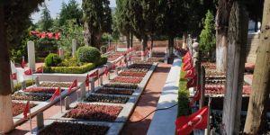 Namazgah Şehitliği çiçeklerle donatıldı