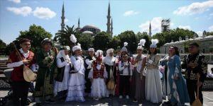 Kazak dombıra sanatçıları İstanbul'da klip çekti