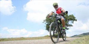 Sınıf öğretmeni diyabetten bisiklet sürerek kurtuldu